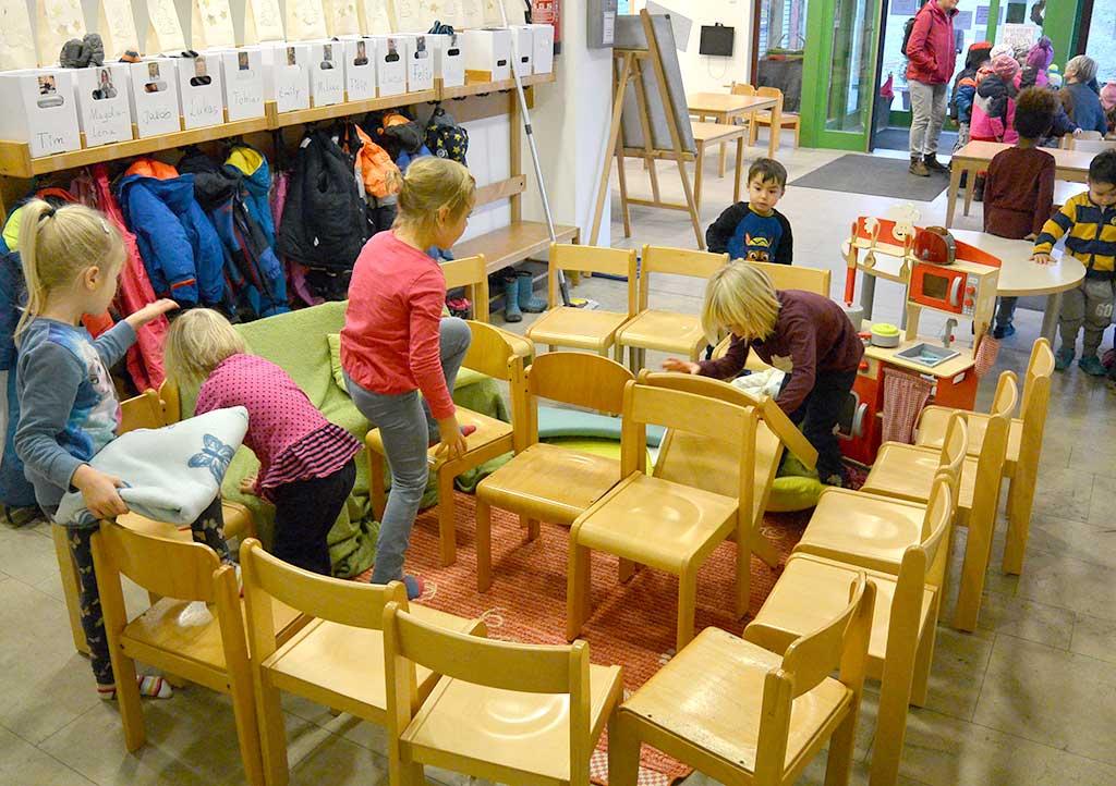 Bauen mit Stühlen